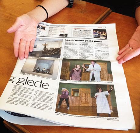 Østlandsposten trykket både tekst og bilder om prosjektet der teater blei til på 24 timer.