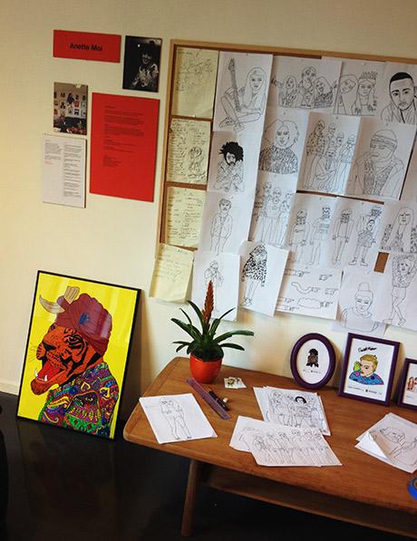 Arbeidsplassen til illustratør Anette Moi vises frem.