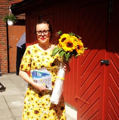 Tar det som et positivt tegn at av alle bomster i hele verden fikk jeg solsikker den dagen jeg hadde solsikkekjolen på! (Foto: Anna-Sabina Soggiu)