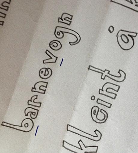 De heldigste bokstavene ble merket med blå penn og tatt med videre i neste runde.