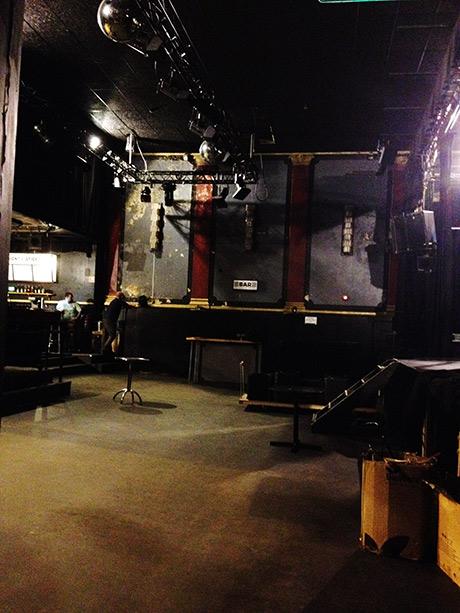 Scene og bar.