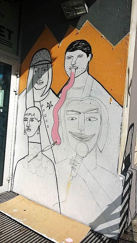 Etter at noe er lagt til og noe er trukket fra - starter prosessen med å male opp motivet på veggen.