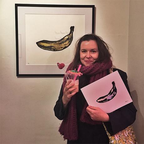 I forkant av åpningen ble det lovet bort 10 mini-regnbuebananer i et mini-opplag (Bananas for scale) til de første som kom på utstillingen. Jeg var så heldig å time ankomsten slik at denne snart kommer opp på veggen min!