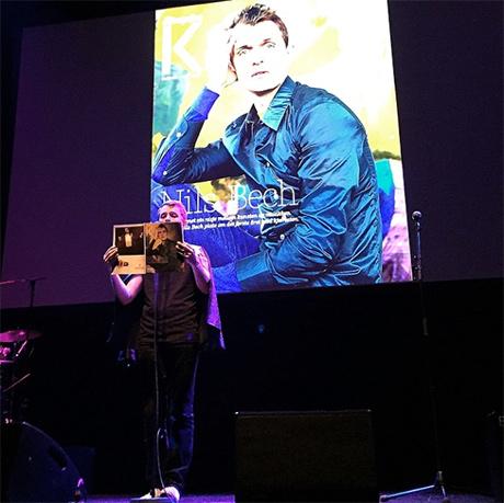 Nils Bech sto for kunstnerisk innslag under prisutdeling.