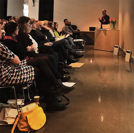 Derek Brazell sier at illustratører kan være med på å endre samfunnet ved ikke å bruke stereotyper. OG at kontrakter og copyright er viktig!