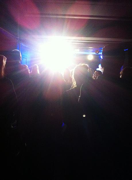 Kvelden fortsatte med konsert med Me and the Julios!